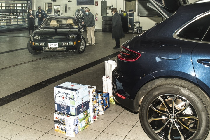 Wallingford-Porsche - black-928-at-wallingford-food-drive-b