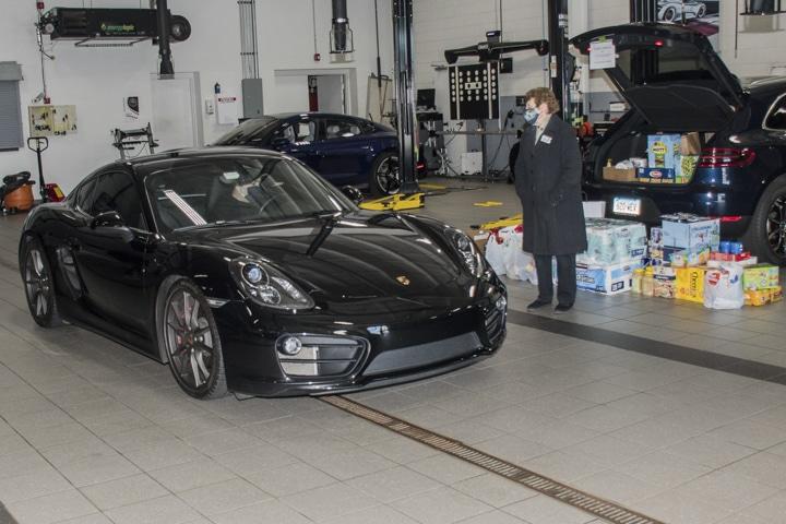 Wallingford-Porsche - black-cayman-at-wallingford-food-drive
