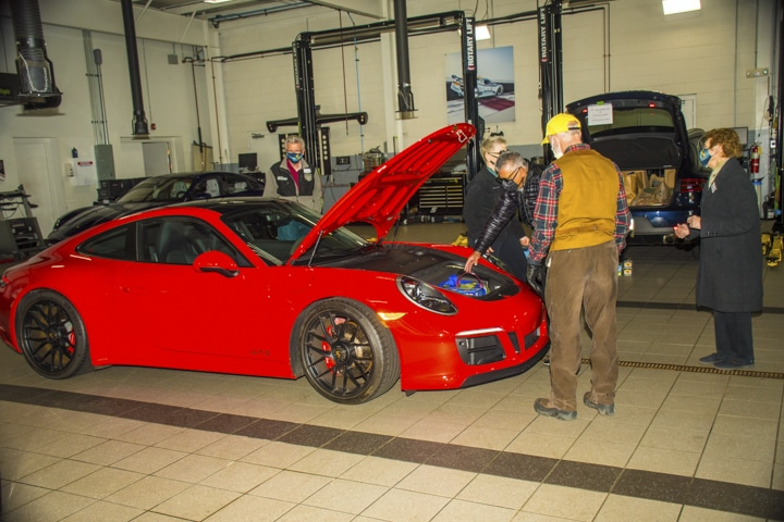 Wallingford-Porsche - red-911-at-wallingford-food-drive