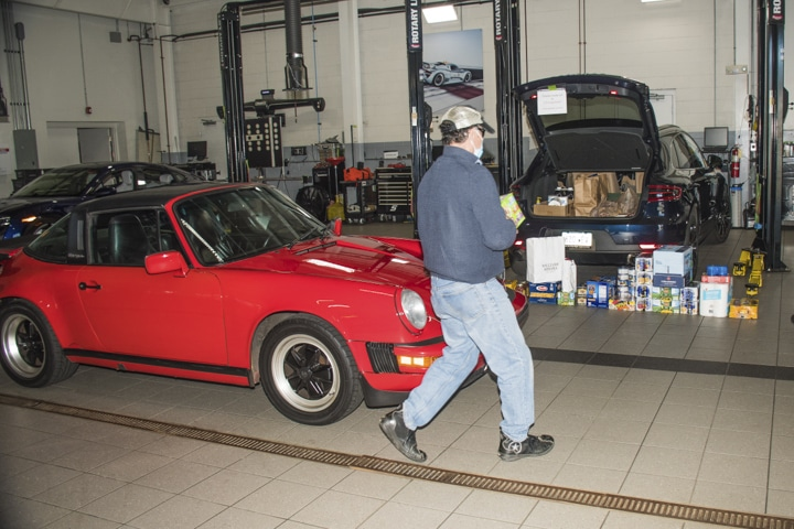 Wallingford-Porsche - red-911-targe-at-wallingford-food-drive