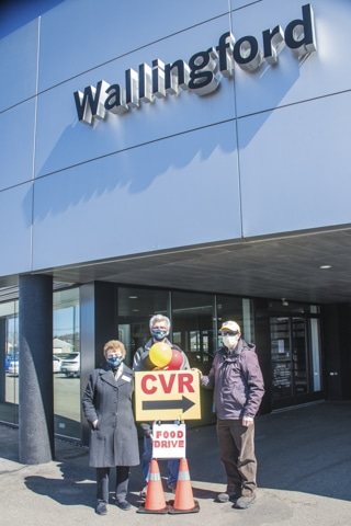 Wallingford-Porsche - wallingford-food-drive-volunteers-3